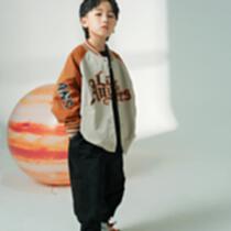 同美童依童裝以具美感的線條和精致細膩的設計